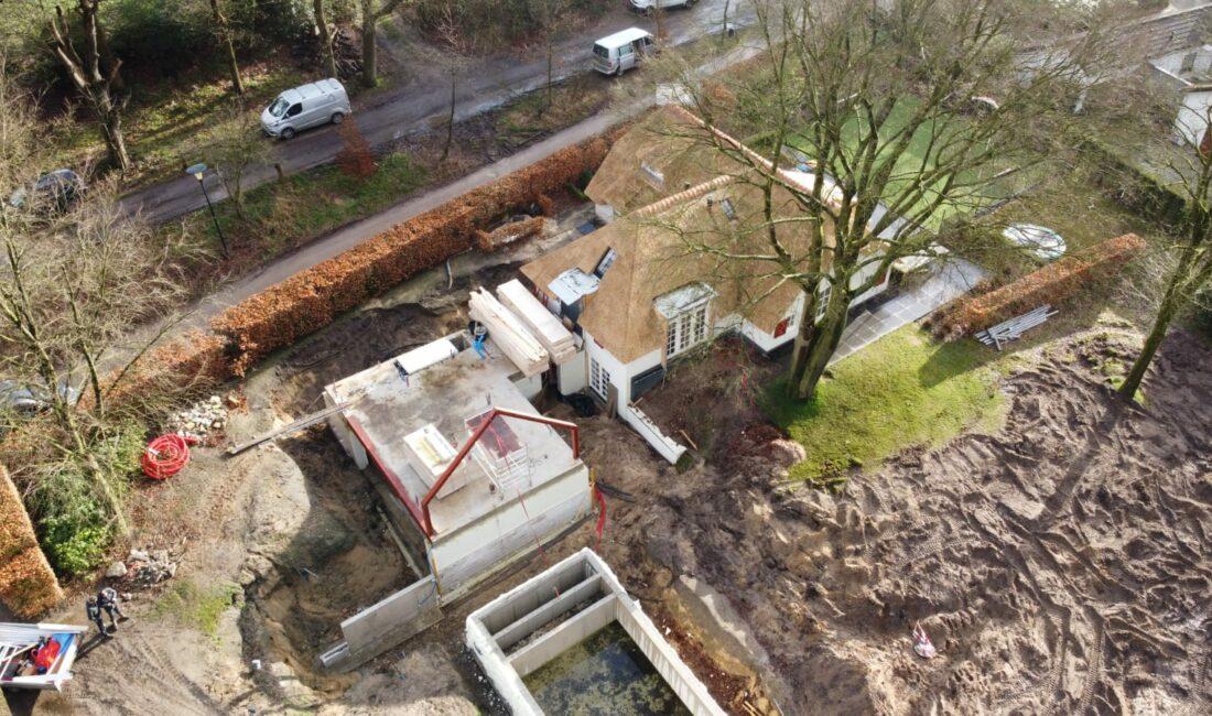woning-Hoog-soeren-bijgebouw-zwembad-rieten-dak